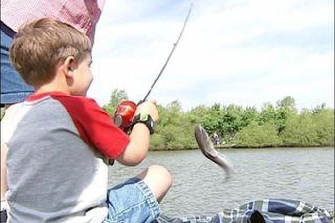kids fishing_1137250192554410038