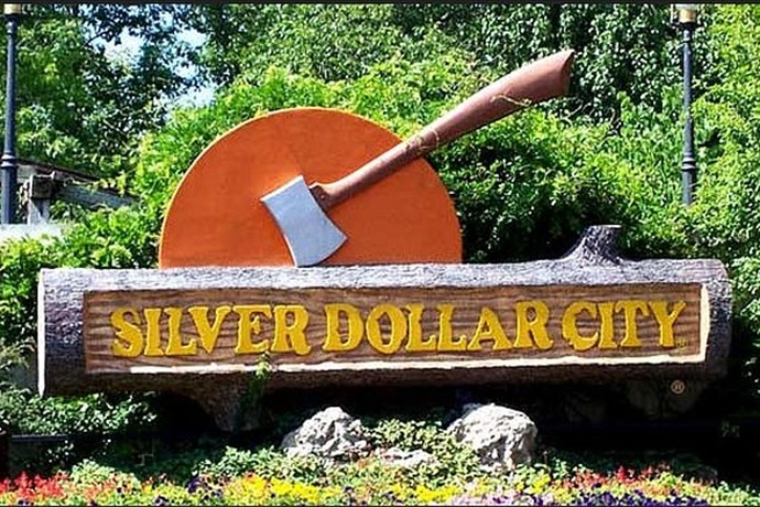Silver Dollar City sign_7066218159035926155