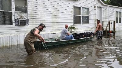 Louisiana-flooding-boat-jpg_20160819183415-159532
