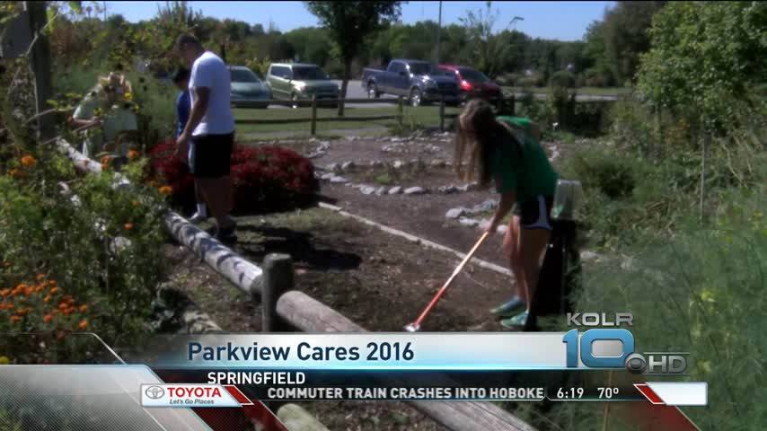 Parkview Students Serve in Springfield_81158614-159532