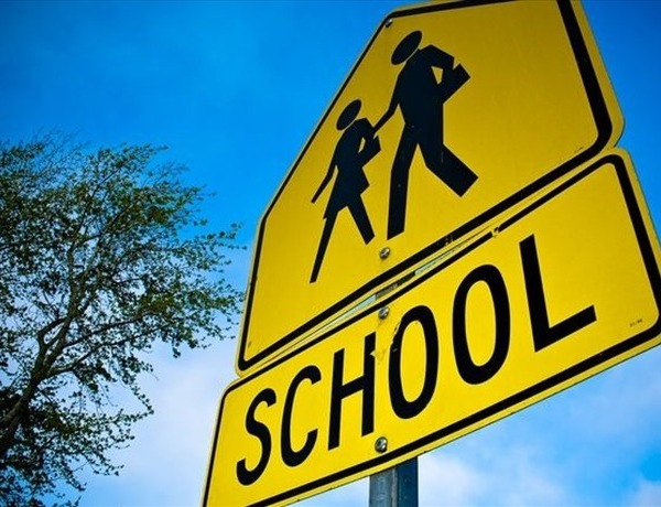 school crossing sign_1500770890339991610
