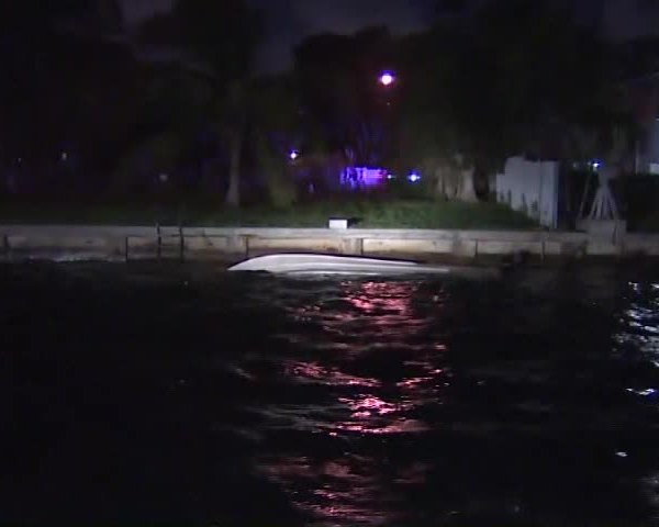 14 People Rescued from Capsized Boat in Florida_41246392