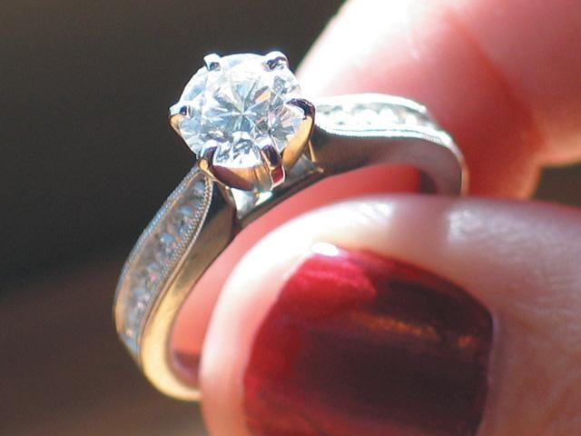 Engagement-ring--diamond--wedding--marriage---27203053_159878_ver1_20161214200015-159532