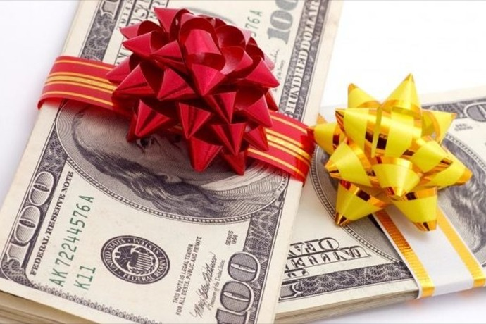 holiday spending_-8468578008724124942
