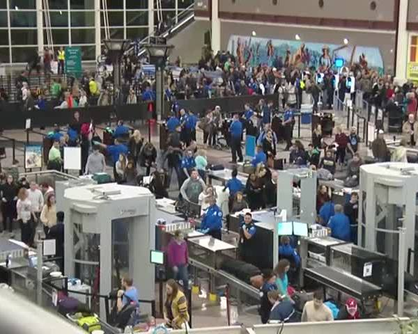 What to Expect During Your Holiday Travels_18304188