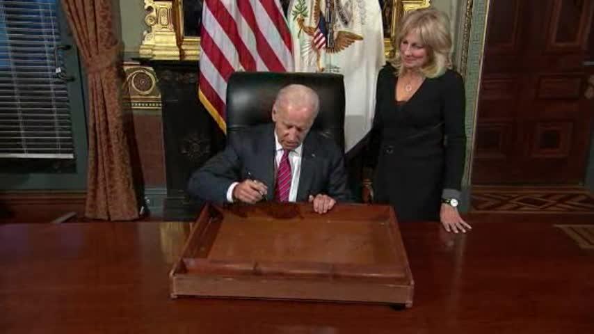 Biden Signs Desk_33693409