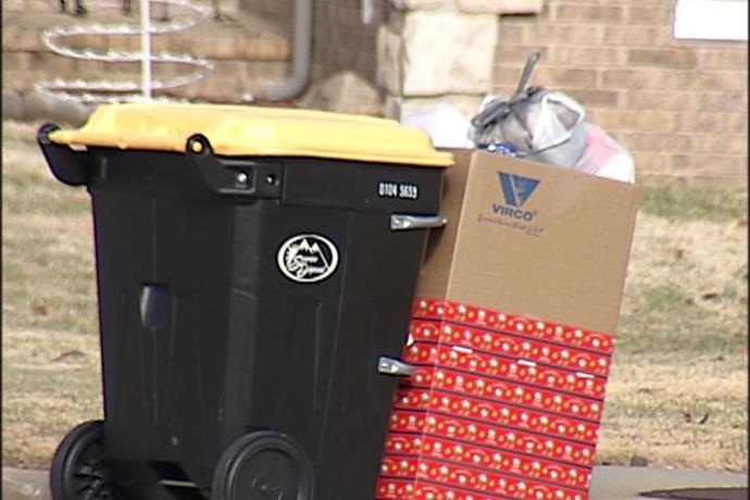 Christmas Trash Can Be a Billboard for Burglars_-8794218343780037100