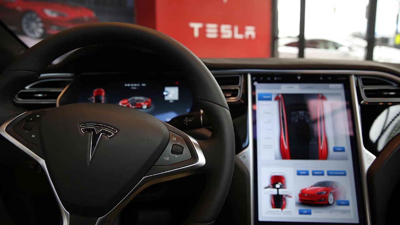Tesla%20car%20interior_1469084306998_115029_ver1_20170211050525-159532