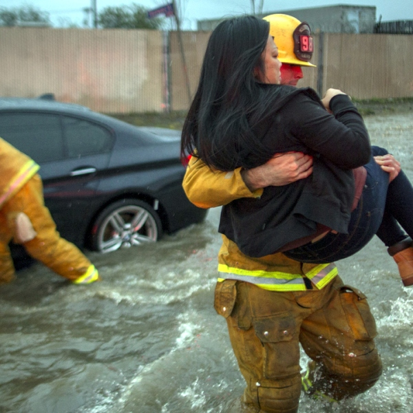 Woman%20rescued%20in%20California%20flood_1487399373833_199812_ver1_20170218063904-159532