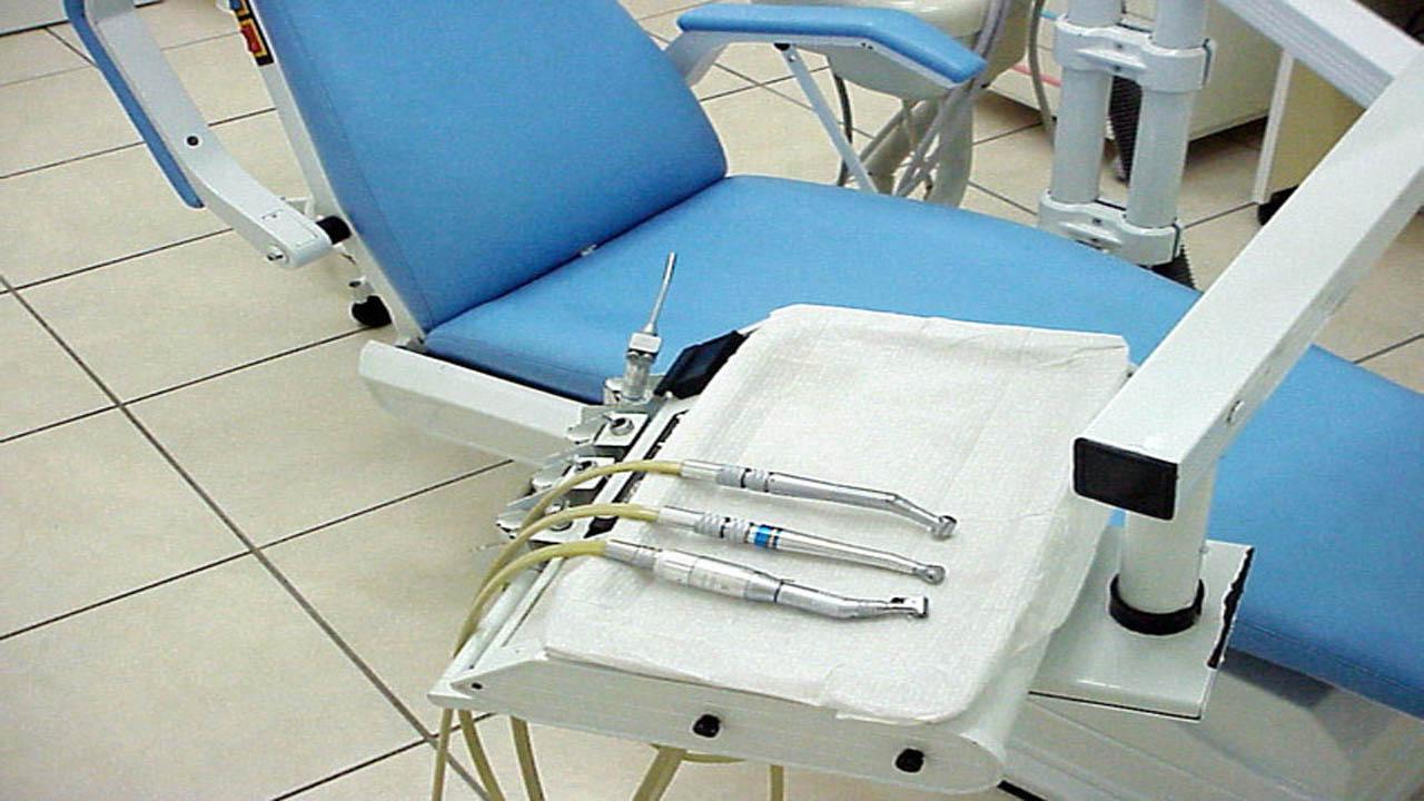 dentist chair_1490372340692-159532.jpg68623778
