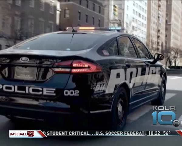 Ford To Launch Hybrid Sedan For Police_16941987