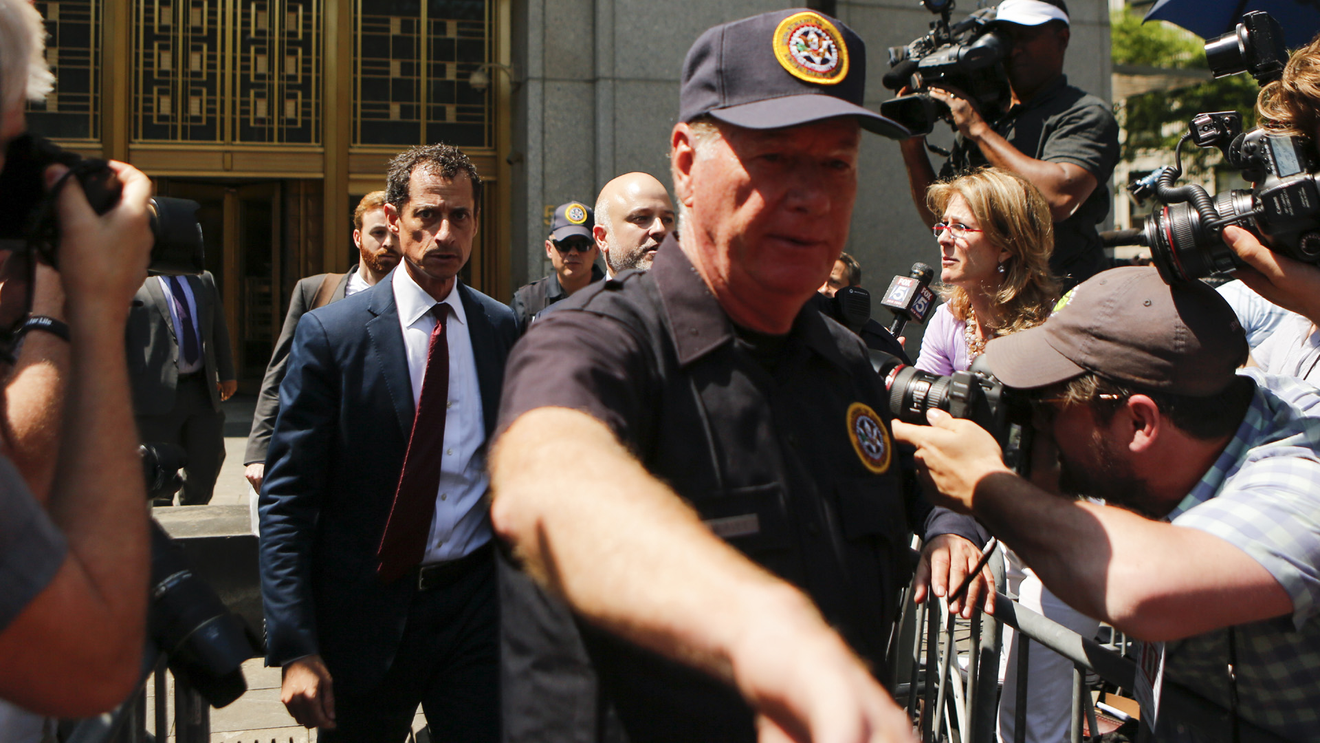 Anthony Weiner exiting courtroom after pleading guilty41700365-159532