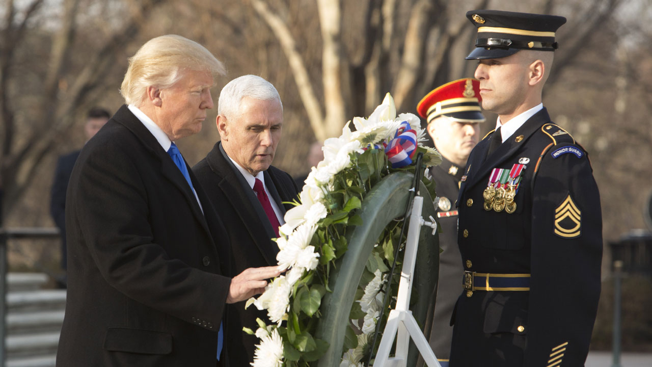 Donald Trump, Mike Pence lay wreath at Arlington in January 201705428656-159532