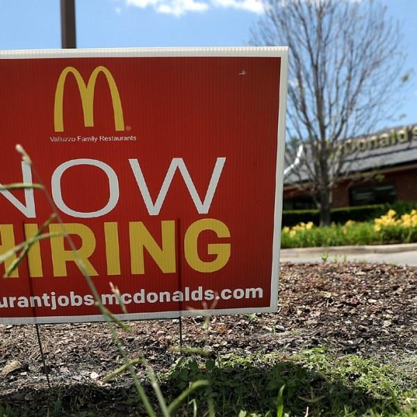 McDonald's Now Hiring Sign-159532.jpg04142367