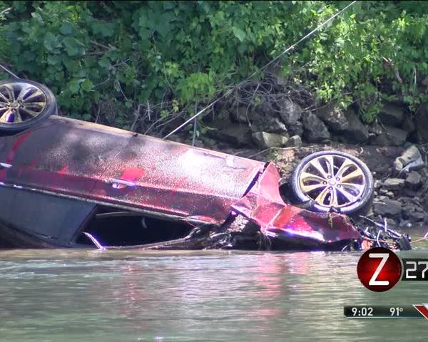 Crews Begin Recovery of Vehicles Lost Lake Taneycomo After_49127510