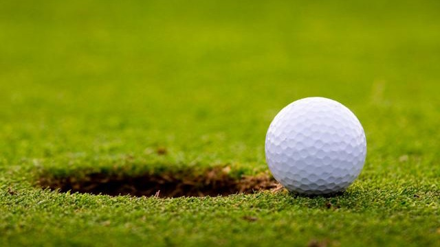 Golf ball on edge of hole_2143169203034654-159532
