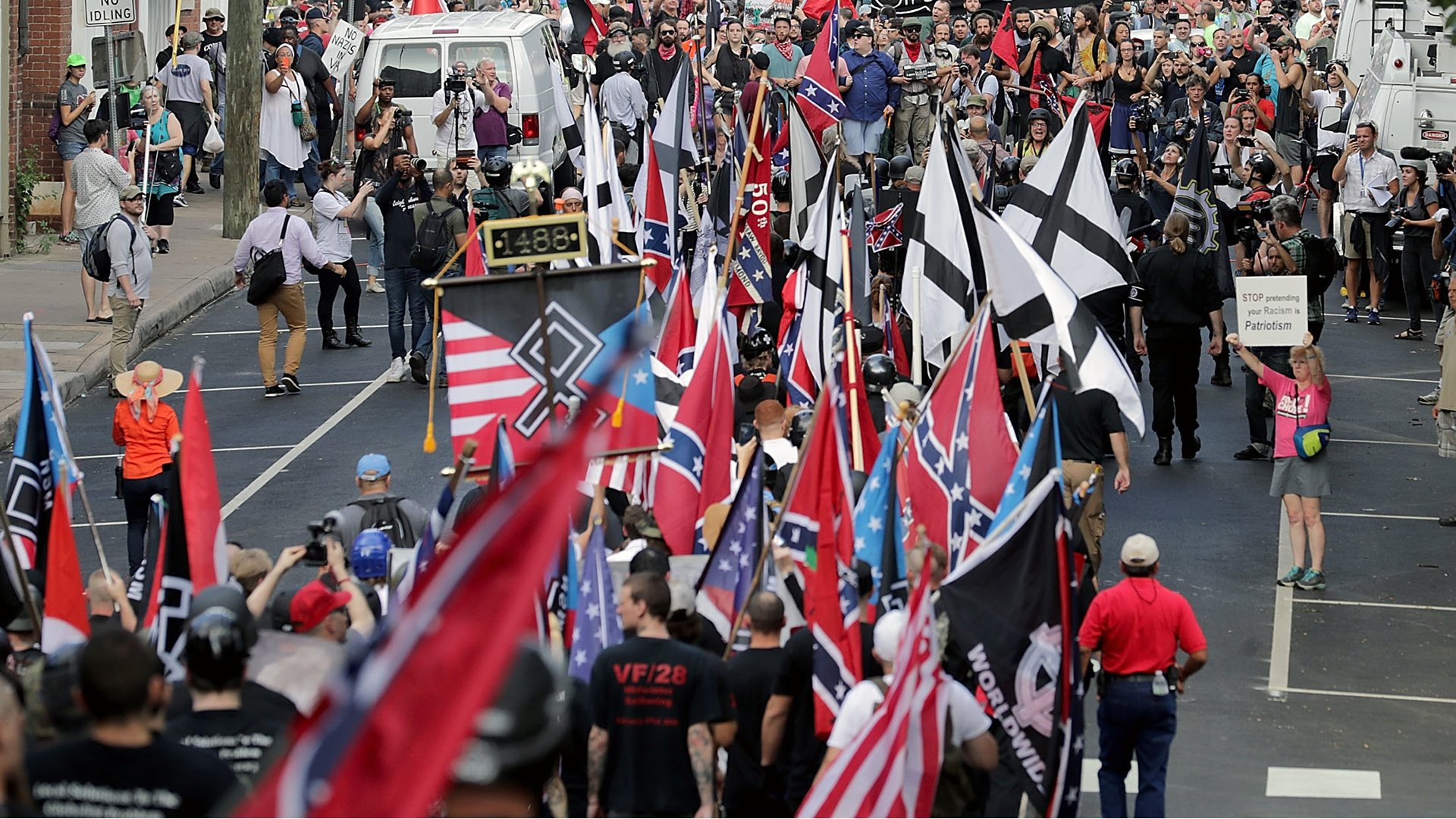 Charlottesville protest flags-159532.jpg86568350