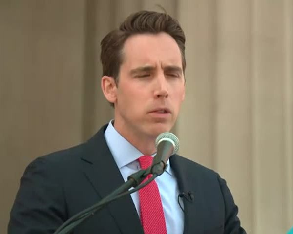 Hawley Sues Opioid Manufacturers_41242800