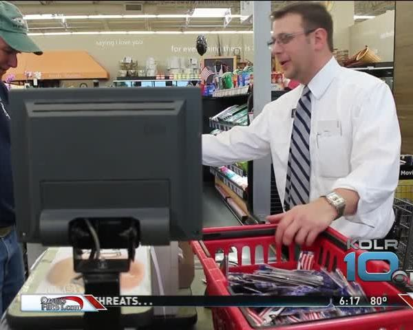 Hy-Vee Surrounded by Eager Eclipse Preppers_71441884