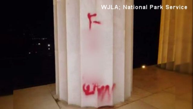Lincoln Memorial vandalized_1502874317734.jpg