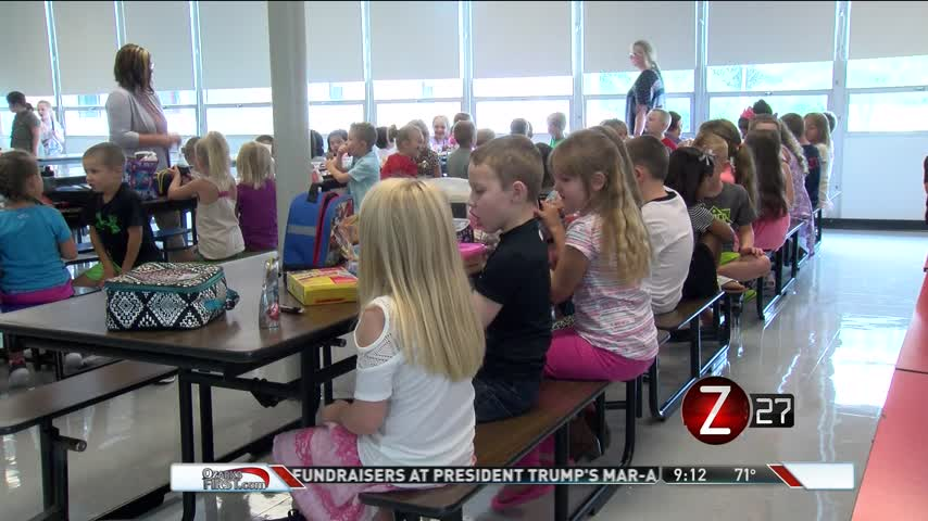Local School District Helps Stop Children from Going Hungry_75859303