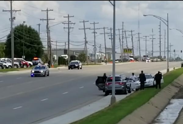 Trump motorcade white car_1504148359251.png