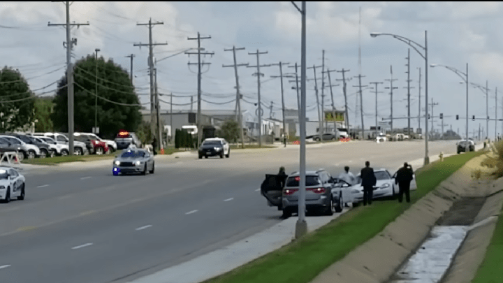 Trump motorcade white car_1504148359251.png