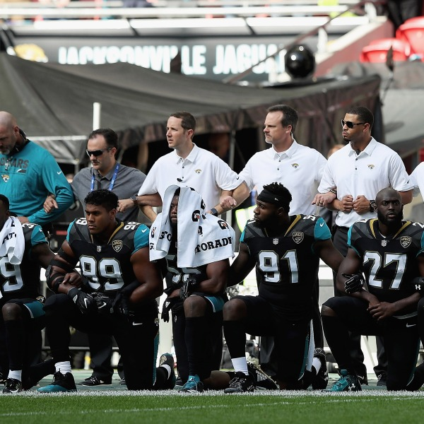 Jacksonville Jaguars take the knee, kneel during National Anthem05100776-159532