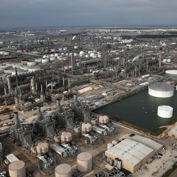 Oil refinery, Houston, Hurricane Harvey11709806-159532