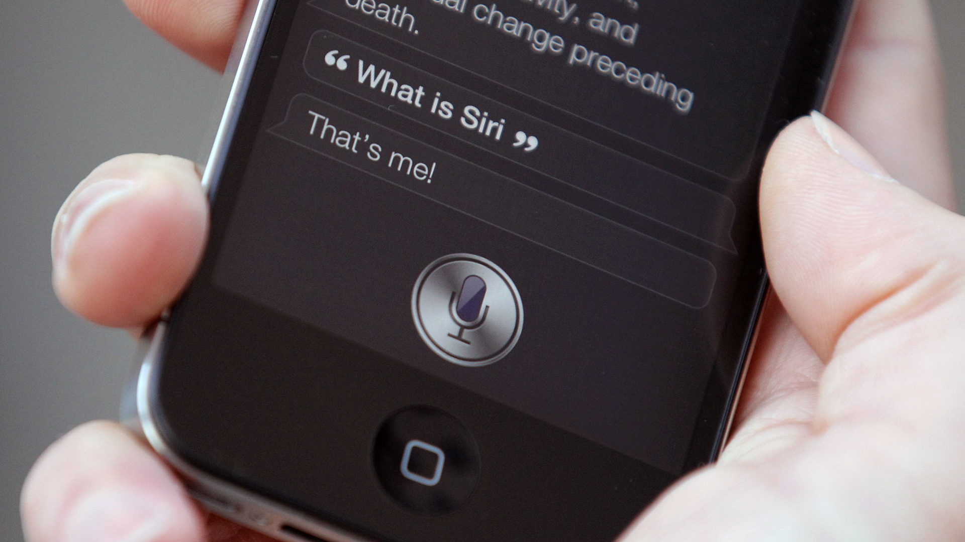 Siri on an iPhone-159532.jpg32752459