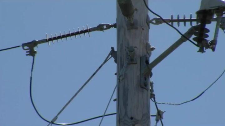 copper wire_utility pole_1504895313308.jpg
