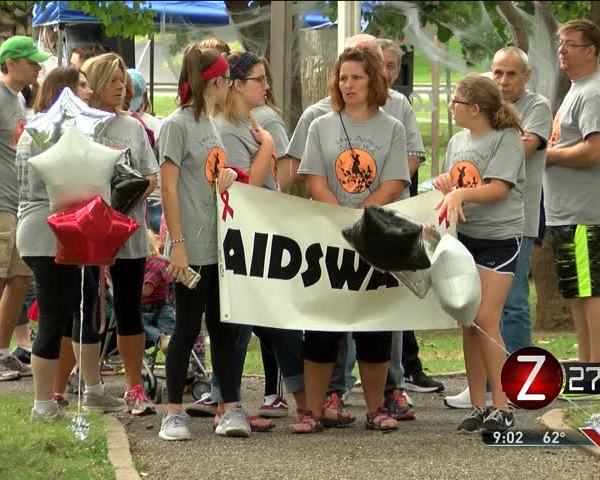 AIDS Walk Supports Living- Honors Deceased_15684156