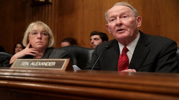 Obamacare Senators_1508289737931.jpg