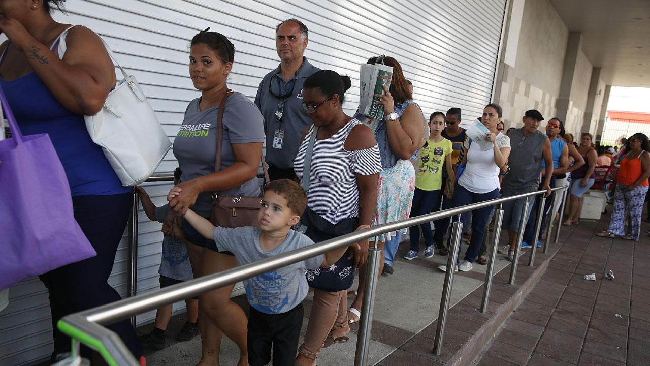 Puerto Rico Maria recovery line at Walmart57631348-159532