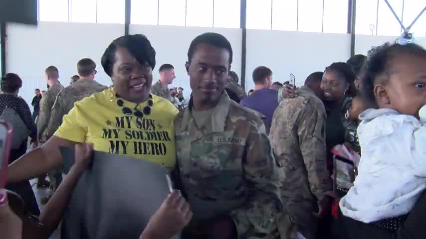 Dad Meets Daughter For The First Time After National Guard_76825395