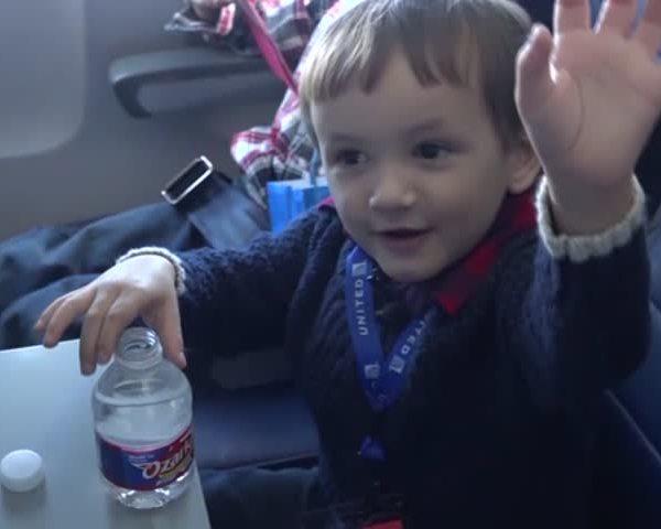 Children Take Flight to Meet Santa_75211059