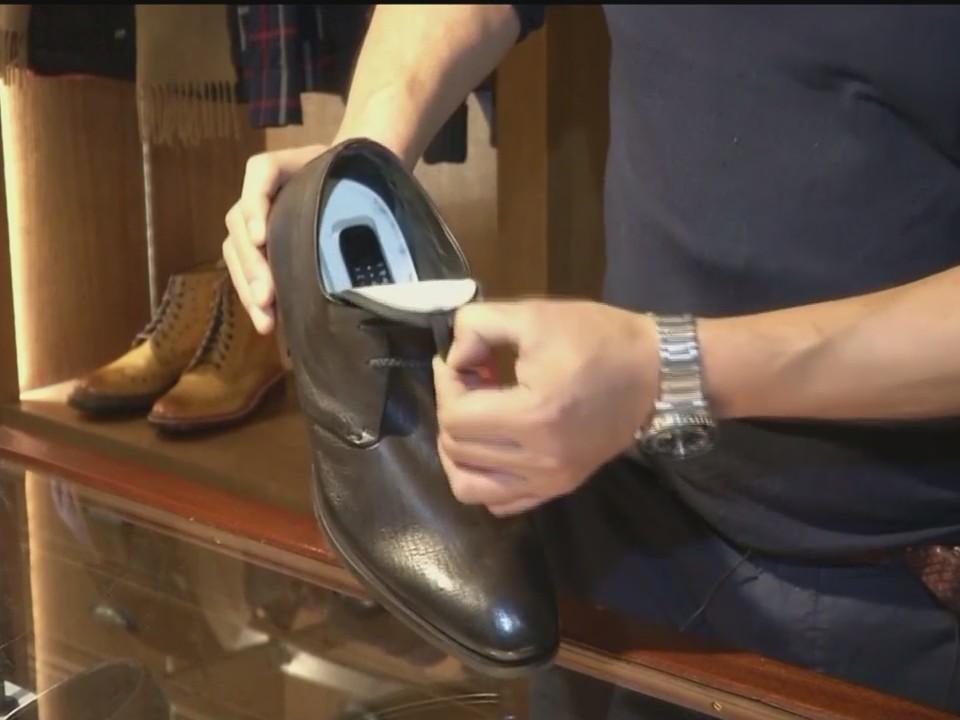 UK_Shoemaker_Designs_Shoe_Filled_with_Se_0_20171219044211
