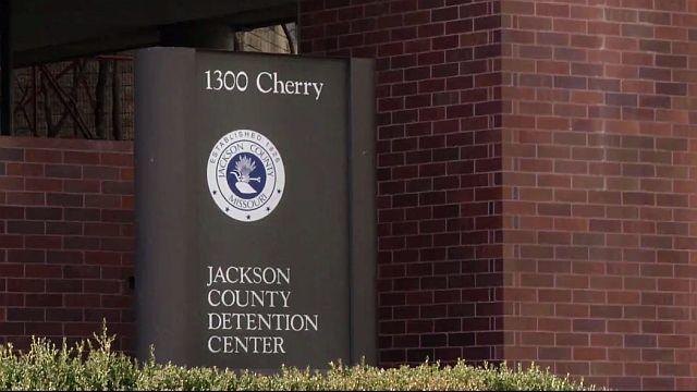 Deputies_Raid_Cells_at_Jackson_County_Ja_0_20180201095927