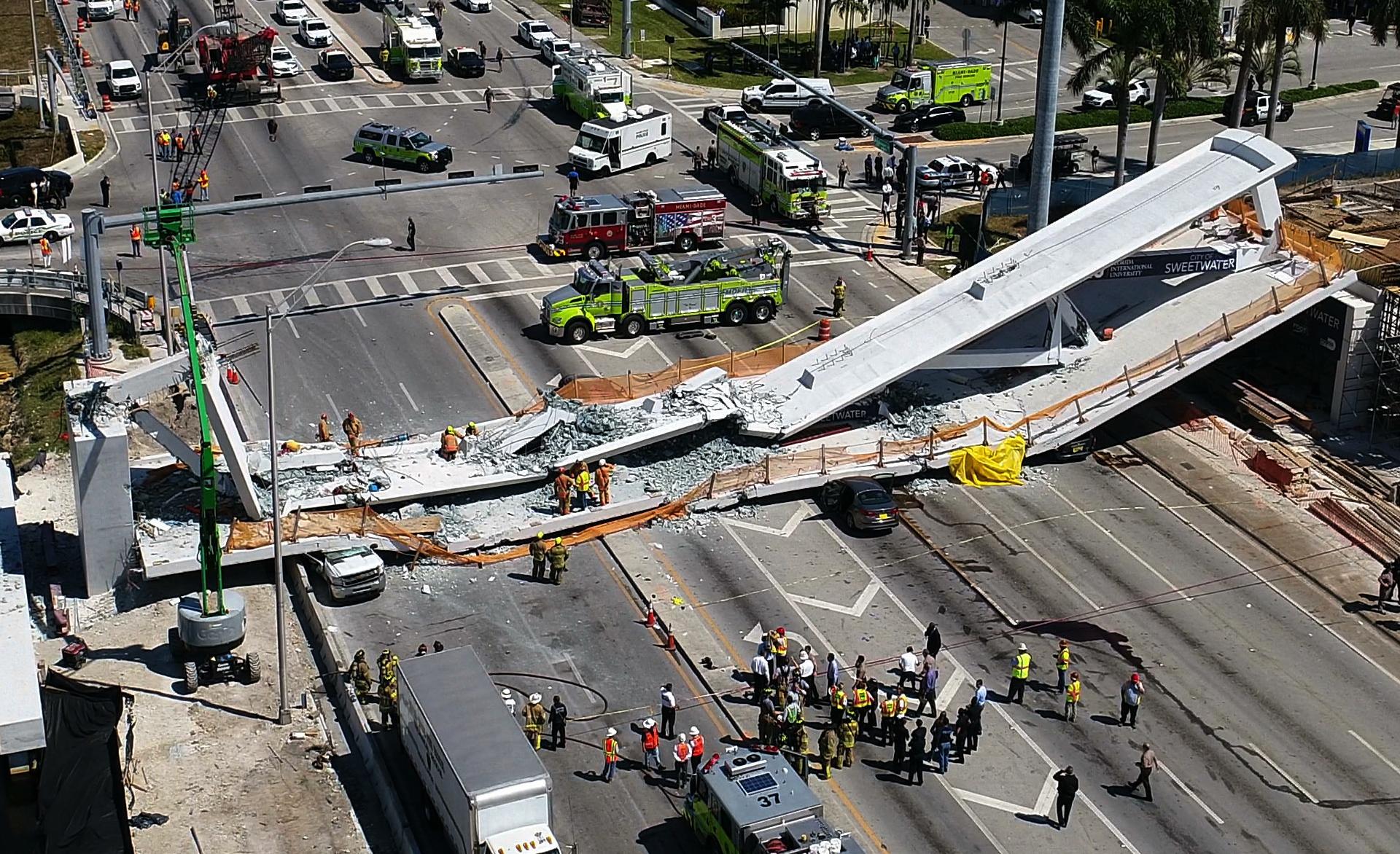 University_Bridge_Collapse_71939-159532.jpg27000298