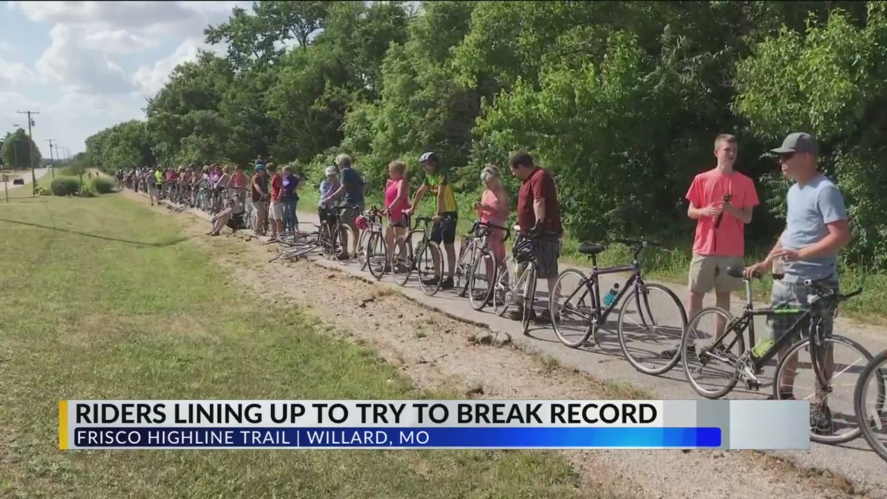 Hundreds_of_Cyclists_try_to_Break_a_Worl_0_20180618231131