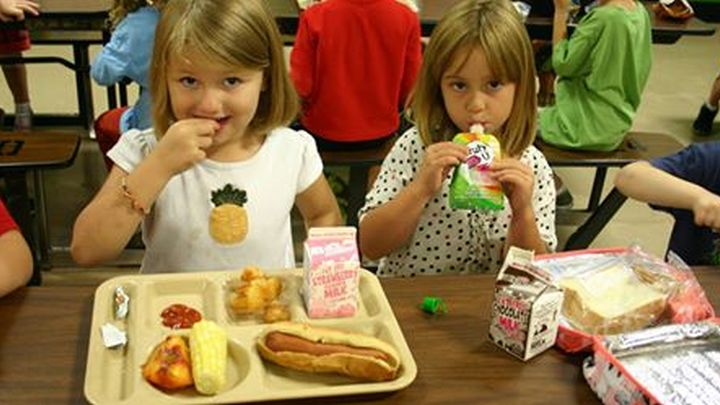 kids eating_1527975227371.jpg.jpg