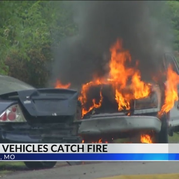 Half_a_Dozen_Cars_Catch_on_Fire_in_Kansa_0_20180716023024