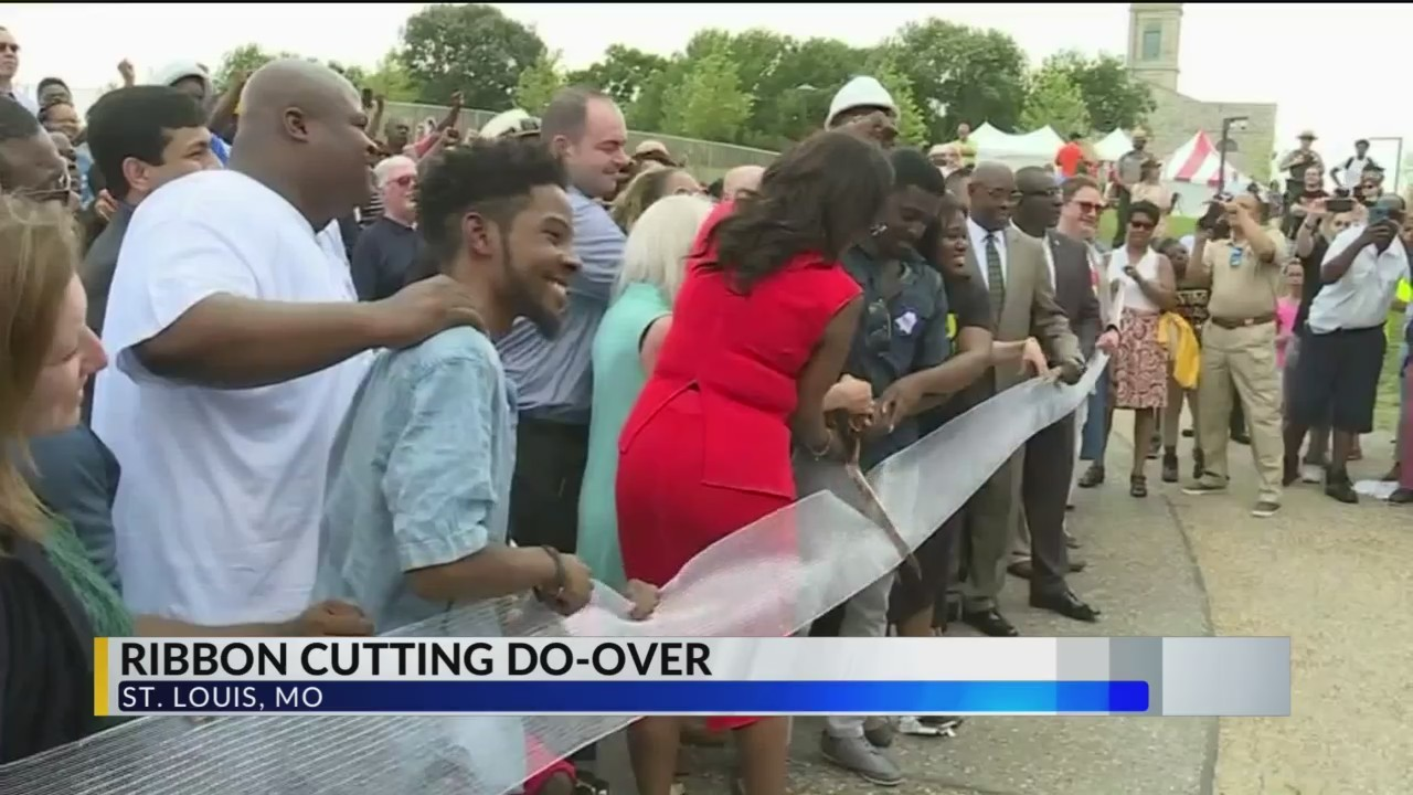 Ribbon_Cutting_gets_Re_Do_to_Include_Peo_0_20180706221027
