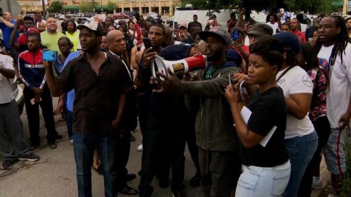 chicago protesters_1531691962803.jpg.jpg
