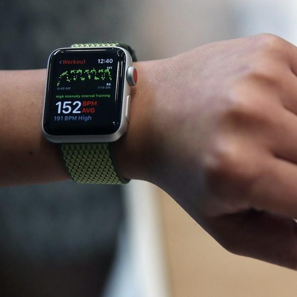 Apple Watch Series 3 on wrist-159532.jpg68624617