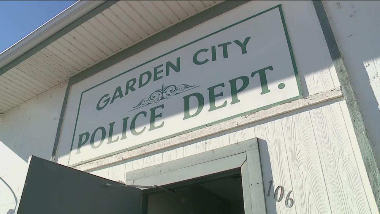 Garden_City_Lays_Off_Police_Department_0_20181117035248