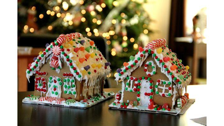 gingerbread houses_1541448146572.jpg.jpg