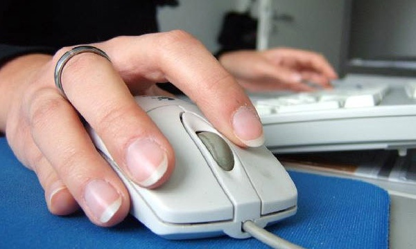 Hand on computer mouse internet web generic_3088247432068656-159532