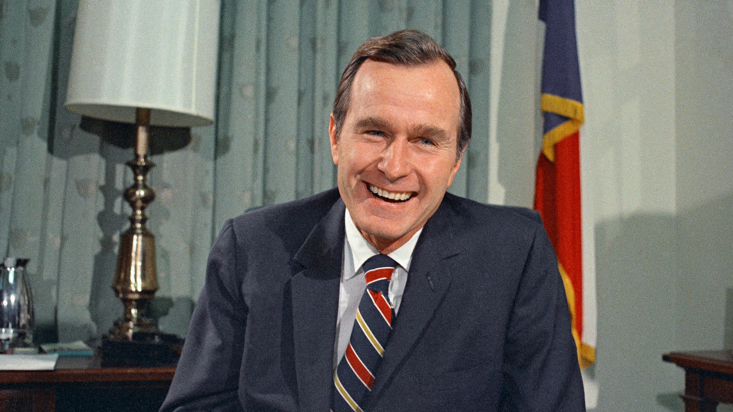 Obit_George_HW_Bush_18774-159532.jpg01425746