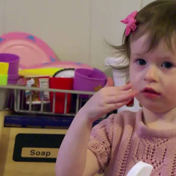 This_2_Year_Old_Deaf_Girl_Loves_People___3_20190216225036